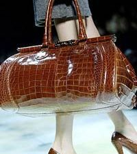 Исследование: за 5 лет женские сумочки потяжелели на 2,5 кг