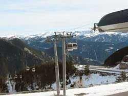 В Японии около 80 человек оказались заблокированы на горнолыжном подъёмнике