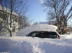 Штормовое предупреждение в 12 штатах США: снежный буран парализовал жизнь американцев