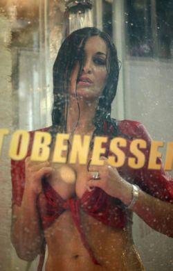 На Motor Show в Болонье показали эротическое шоу (фото)