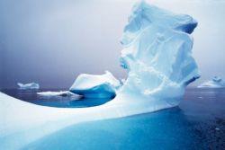 Российские путешественники Матвей Шпаро и Борис Смолин впервые в истории штурмуют арктические льды в полярную ночь