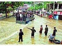 «Большая вода» выгоняет жителей Шри-Ланки на улицу