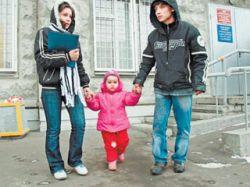 Гастарбайтера, от которого 11-летняя девочка родила дочь, высылают из России