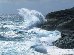 Десятиметровые волны угрожают судам в Беринговом море