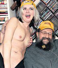 Анатолия Вассермана поздравили голые девицы (фото)