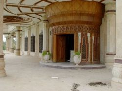 Восточная роскошь опустевших дворцов Саддама Хусейна (фото)
