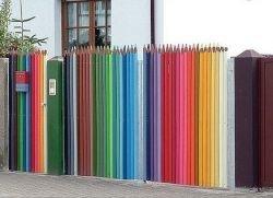 Оригинальные решения для дома: карандашный забор