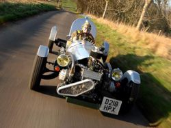 Британец Макс Хайд построил гоночный Mercedes W25 Silver Arrow из старой микролитражки Citroen