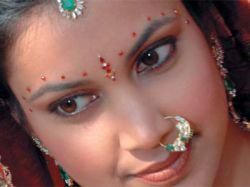 Почти половину жительниц Индии выдают замуж до совершеннолетия