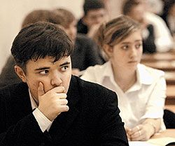 Программа обязательного распределения выпускников российских вузов рискует провалиться