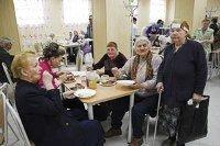 Столичные чиновники организовали благотворительные обеды для бедняков