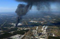 Последствия взрыва химзавода во Флориде (фото)