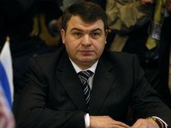 Новость на Newsland: Сердюков прилетает в Москву только для допросов
