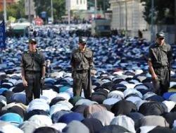 Новость на Newsland: 150 тысяч мусульман отпраздновали Ураза-байрам в Москве