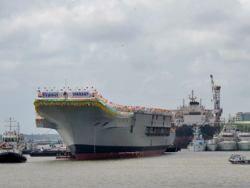 Новость на Newsland: Индия спустила на воду первый собственный авианосец