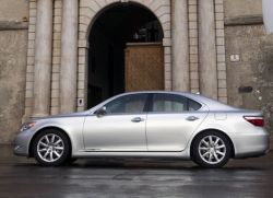 Иномарки подорожают. Автоконцерны уверены: новая инициатива ЕС по сохранению экологии сыграет на руку лишь производителям малогабаритных машин
