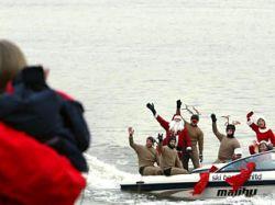 Сезон зимнего плавания в Китае открыли Санта Клаусы