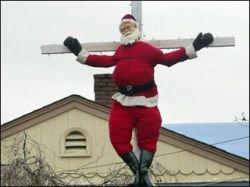 Житель США  Арт Конрад распял на кресте Санта Клауса