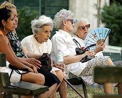 Пожилые люди чаще умирают от жары