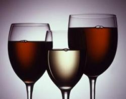 Медики утверждают, что с возрастом нет необходимости отказываться от алкоголя
