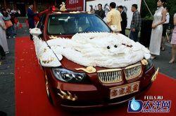 Автомобиль украшеный 99 драконами из слоновой кости (фото)