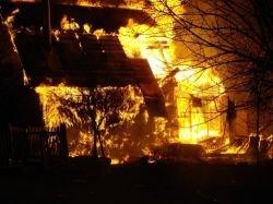 Ночью в Афинах злоумышленники сожгли 9 автомобилей