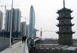 В Китае построили мост с башней в виде рыбы