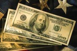 Единодушия в прогнозах валюты на будущий год нет. Наш совет: лучше тратить, чем сберегать