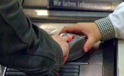 В Германии пальцы стали платежным средством