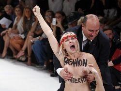 Femen учинили скандал на Парижской неделе моды