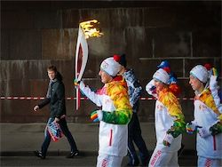 Жители Коломны встретили Олимпийский огонь спичками