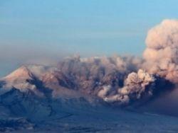 Новость на Newsland: На Камчатке два вулкана вновь выбросили столбы пепла