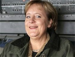 Ангела Меркель обещает защитить Украину от России