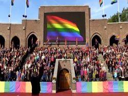 Шведские геи и лесбиянки спели гимн России