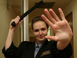 Школьным охранникам раздадут шокеры и дубинки
