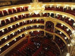 Большой театр пообещал продавать билеты по 100 рублей