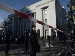 Перепалки в Киеве, угрозы в Крыму