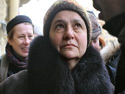 Искусствоведа Елену Баснер посадили под домашний арест