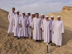 Новость на Newsland: Миллиардеры отправились через пустыню путем Моисея