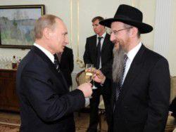 Новость на Newsland: Путин наградил главного раввина России орденом