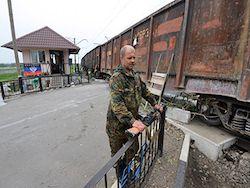 Новость на Newsland: Сторонники ДНР взяли под контроль железную дорогу