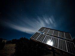 Ученые создали солнечные панели, работающие днем и ночью