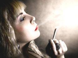 Курильщики не чувствуют себя счастливыми