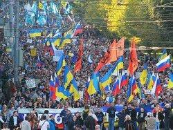 Немцова и Касьянова забросали яйцами на шествии оппозиции