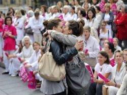Новость на Newsland: Франция: поцелуй в автобусе стоил водителю работы