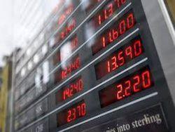 Новость на Newsland: Рубль в начале торгов слабеет, доллар бьет рекорды