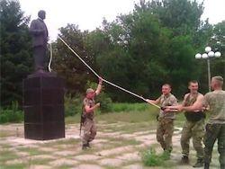 Новость на Newsland: Около 300 памятников Ленину демонтировали в Украине с начала года