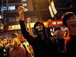 Новость на Newsland: В Гонконге возобновились уличные бои