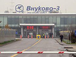 Новость на Newsland: Авиадиспетчеры Внуково потребовали освободить задержанных коллег