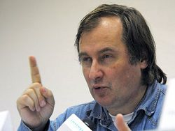 Новость на Newsland: В Москве закидали яйцами троих правозащитников
